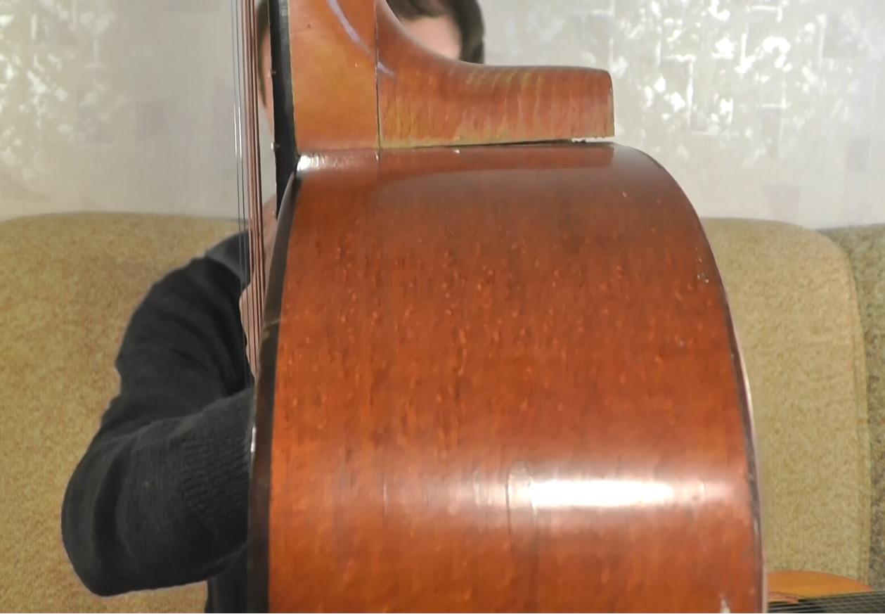зазор гитары